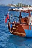 风船在大开曼的港口 免版税库存照片