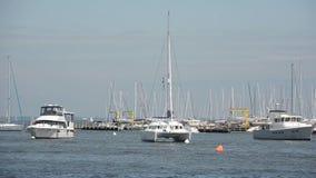 风船在小游艇船坞 免版税图库摄影