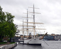 风船在港口,斯德哥尔摩,瑞典,斯堪的那维亚,欧洲 免版税库存图片