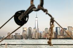 风船在纽约和世界贸易中心 免版税库存照片