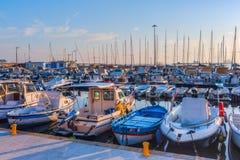 风船在里窝那港的小游艇船坞  库存照片