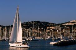 风船在Bandol海滨广场-法国 免版税库存图片