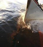 风船游艇航行在蓝色海。旅游业 免版税图库摄影