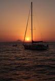 从风船的日落在火山附近 免版税库存图片