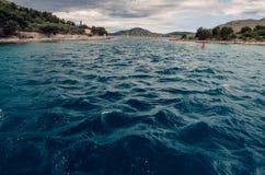 从风船的看法到对科纳提群岛国家公园的入口在克罗地亚 免版税库存图片