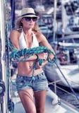 风船的美丽的妇女 库存照片