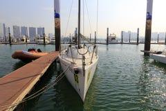 风船锋利的弓  免版税库存图片