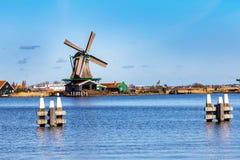 风车全景在Zaanse Schans,传统村庄,荷兰,北荷兰省 免版税库存图片