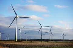 风车农村风景的能源厂,德国 库存图片