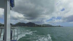 风车和山看法从小船,马埃岛,塞舌尔 股票录像