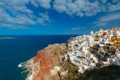 风车和白色房子, Oia,圣托里尼,希腊 免版税库存图片