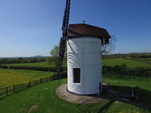 风车在一个农村地点英国 库存图片