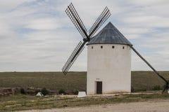 风车在卡斯蒂利亚拉曼查 免版税图库摄影