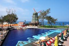 风车在土耳其旅馆里 免版税库存图片