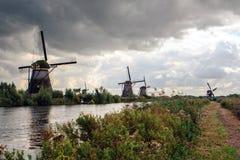 风车在小孩堤防,荷兰 免版税库存照片