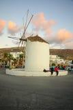 风车在帕罗斯岛 库存照片