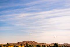 风车在拉贾斯坦的沙漠在贾沙梅尔附近的 库存照片