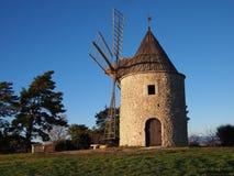 风车在普罗旺斯 免版税库存照片
