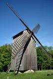 风车在爱沙尼亚语村庄 免版税库存图片