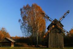 风车在秋天 免版税图库摄影