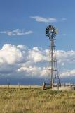 风车在科罗拉多大草原 免版税库存图片