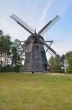 风车在露天博物馆在奥尔什蒂内克(波兰) 图库摄影