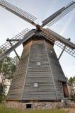 风车在露天博物馆在奥尔什蒂内克(波兰) 免版税图库摄影
