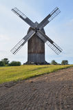 风车在露天博物馆在奥尔什蒂内克(波兰) 库存图片
