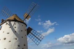 风车在费埃特文图拉岛 库存图片