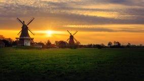 风车在Greetsiel 免版税库存照片