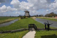 风车在Leegwater Schermer荷兰土地  免版税库存照片