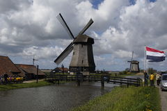 风车在Leegwater Schermer荷兰土地  库存照片