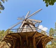 风车大约1890在拉脱维亚的民族志学露天博物馆 免版税库存照片
