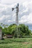 风车的壮观的图片在得克萨斯大农场的 库存图片