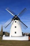 在Lytham St Annes, Lancashire,英国的风车。 免版税库存照片