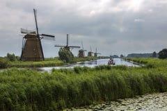 风车-小孩堤防-荷兰 库存照片