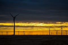 风轮机农厂西部得克萨斯日出日落 免版税库存图片
