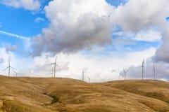 风轮机在哥伦比亚河峡谷 图库摄影