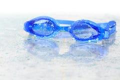 风镜游泳湿 免版税库存照片