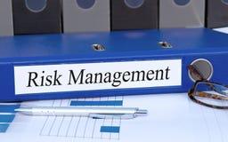 风险管理黏合剂在办公室 免版税图库摄影