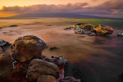 风险雾长的岩石海运 库存图片