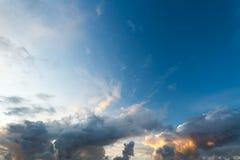 风雨如磐严重的天空 免版税库存图片