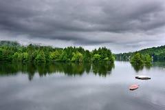 风雨如磐湖的场面 免版税库存图片