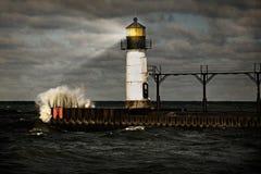 风雨如磐灯塔的海运 免版税库存照片