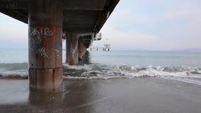 风雨如磐的冬天黑海风景在布尔加斯海湾,保加利亚 股票视频