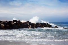 风雨如磐的在actio的海浪美好的海景大强有力的浪潮 库存图片