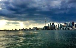 风雨如磐的地平线 免版税库存图片