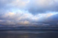 风雨如磐的天空。 免版税库存图片