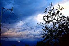 风雨如磐的天空下午 库存图片