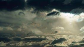 风雨如磐的天空以黑暗覆盖时间间隔 影视素材